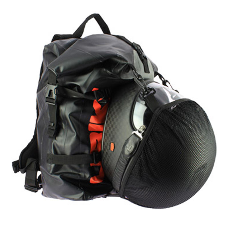 6aa763e145 ... Ubike équipe son sac-à-dos d'un filet porte-casque ...