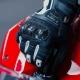 La G-Carbon de Spidi est un gant moto sportif qui mélange les matériaux et les textures pour une efficacité optimale tant au niv