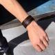 Le bracelet Avertisseur est discret et se porte facilement en toutes situations