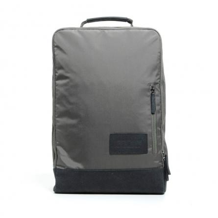 Le Dune Mid-Backpack est un sac-à-dos en mélange de tissu et de cuir suédé