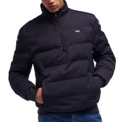 Blauer Pull Winter
